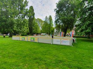 Foto des aufgebauten Spielfeldes.